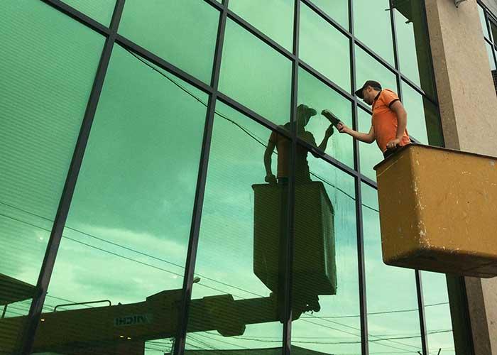 Պատուհանների  և ֆասադների պրոֆեսիոնալ  լվացում Երևանում